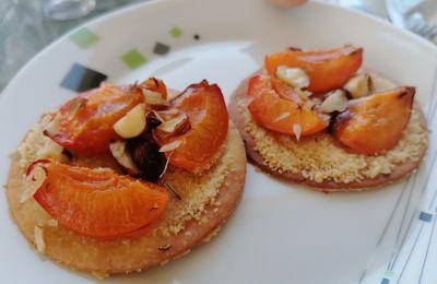 Tarte fine abricots noisettes romarin