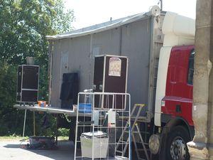 A vendre : camion théâtre de la Famille Magnifique / Envoyée par Nord Ouest Théâtre le 05/12/2013