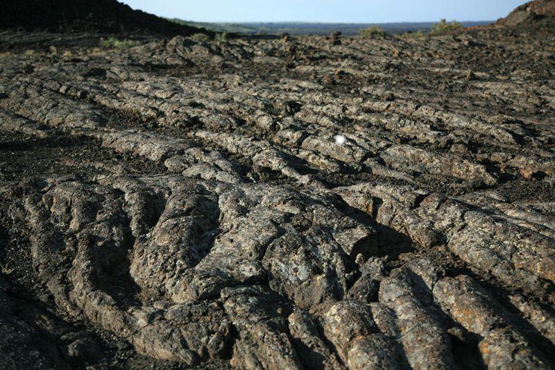 """ou """"la leçon de volcanologie"""" : comment trouver en un seul endroit, toutes formes de laves, de bombes, spatter cones, cinder cones,tunnels de lave, rifts et fissures."""