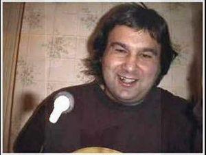 """jean pierre sauser, un chanteur français passionné de chanson qui cherche à se faire une place dans """"les bacs"""""""
