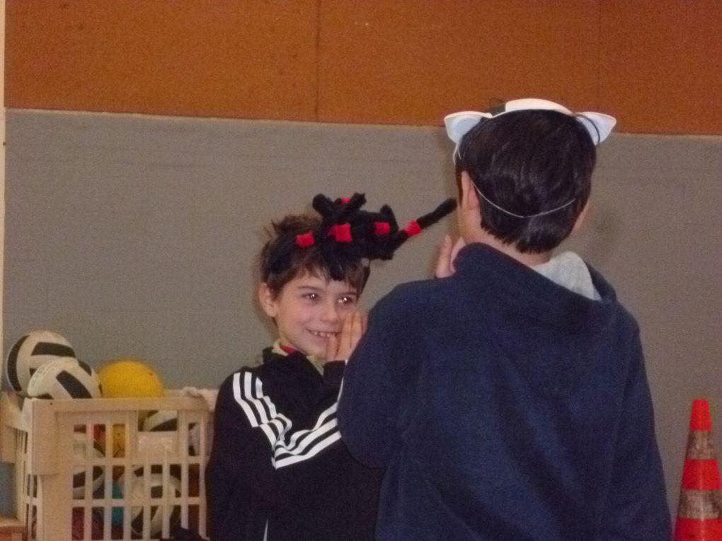 cycle d'initiation theatre : 2 groupes de 6 à 8 ans et de 8 à 10 ans / jeux divers,improvisations, et déguisements (centre aéré de l'école st jean baptiste de la salle)