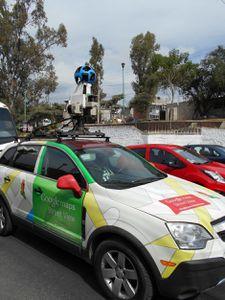 Rencontre avec la voiture de Google Earth, Maps et Street view : un véhicule coloré ne passant pas inaperçu...