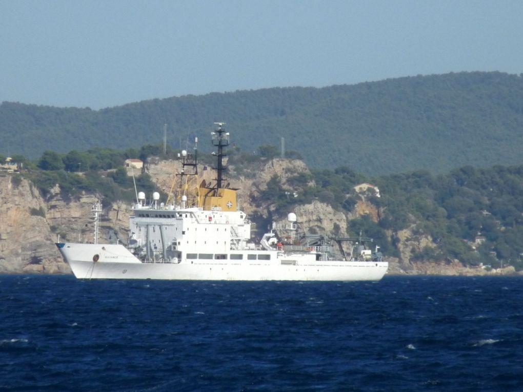 ALLIANCE , Navire de recherche océanographique allemand au mouillage en rade des Vignettes le 19 septembre 2012