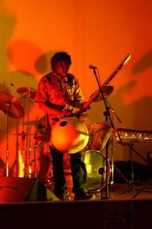 Aubiat, 4 avril 2008 Musique africaine - Passeport pour un voyage coloré et rythmé en Afrique de l'ouest, au son des instruments africains et des chants, tantôt en français, tantôt en langue Djoula (Burkina Faso).