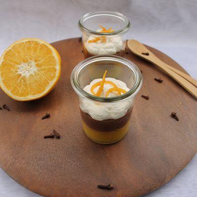Trifle à la gelée d'orange, crème au chocolat et chantilly au thym