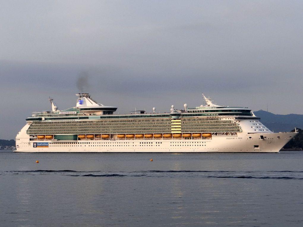 FREEDOM OF THE SEAS , arrivant à Toulon  et se dirigeant vers la Seyne sur Mer le 25 septembre 2017