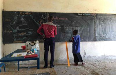 Une bibliothèque à l'école de Bassar (première mission pour Voiles sans frontières)
