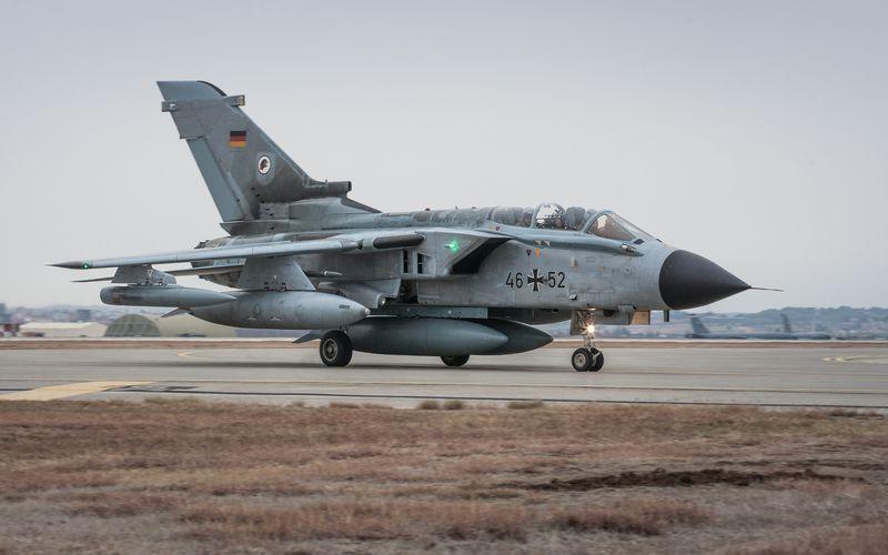 Un Tornado ECR de la Luftwaffe effectue un atterrissage d'urgence à Erbil, en Irak