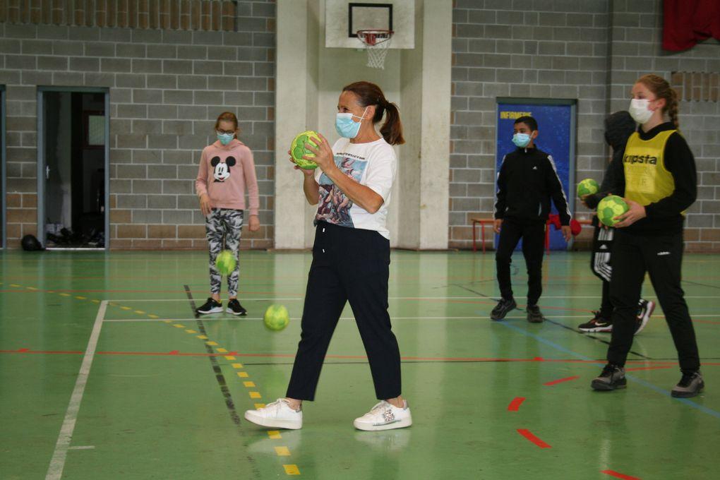 Mercredi 4 Août 2021. Escrime, handball, basket, roller...autant de sports qui ont permis aux enfants pratiquant le stage multi-sports, de se dépenser et de développer leur esprit d'équipe.