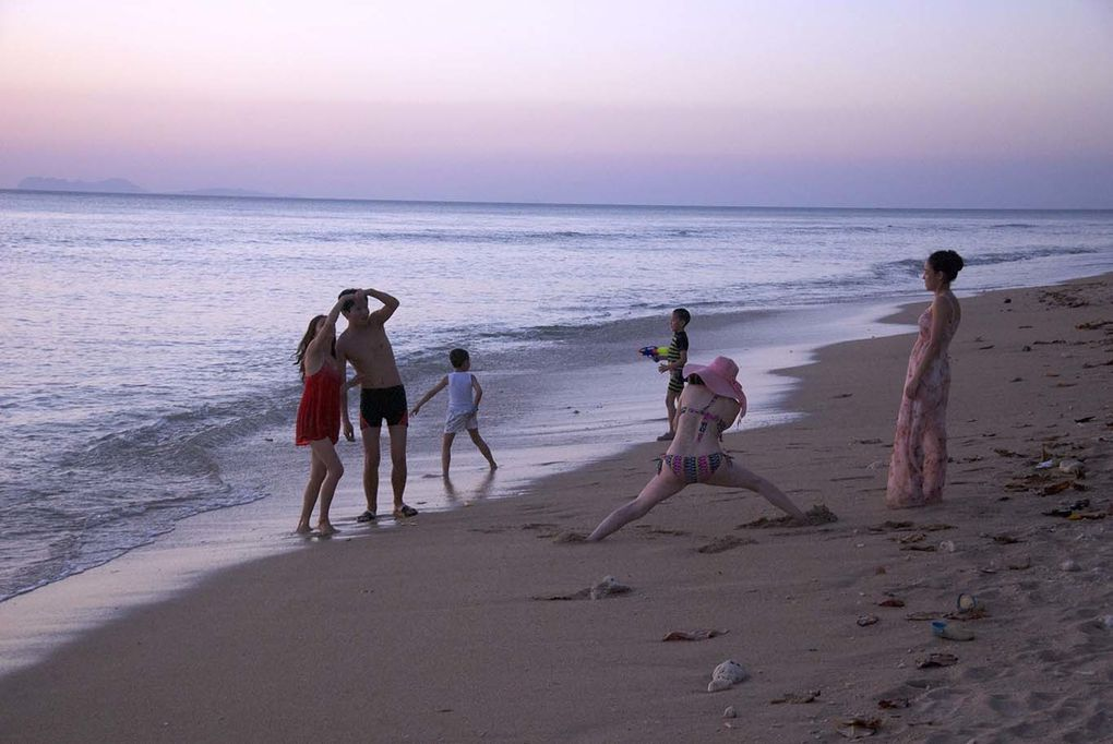 Sunset on the Andaman Sea (and some chinese people striking a pose...)