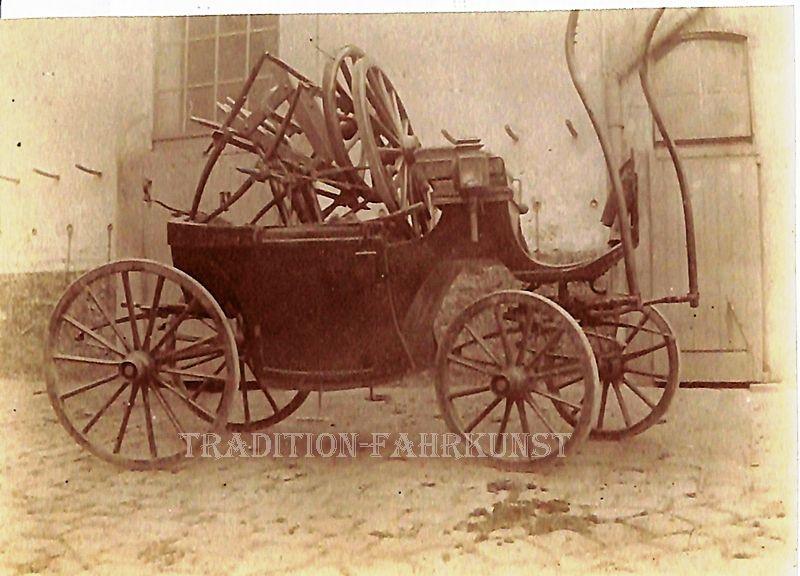"""Une """"Thérèse"""" photographiée dans un dépôt de la CGV avant son départ à """"La casse"""" (Collection Hans Paggen)"""