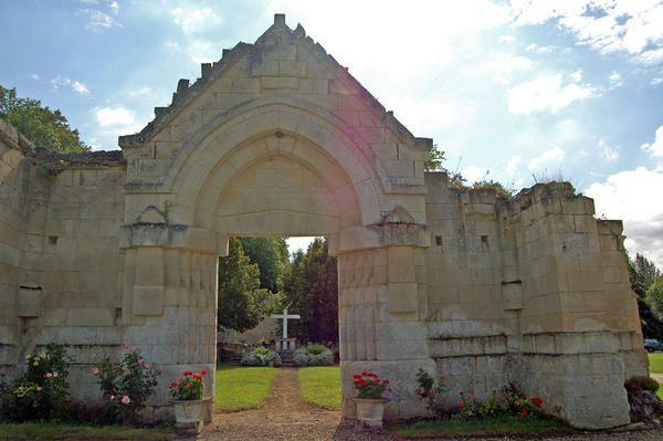 Maison Mère de l'Ordre de la Trinité, Cerfroid (commune de Brumetz (02) devenue Maison de la Trinité Ordre fondé en 1198 par St Jean de Matha en vue de sauver les captifs Des Trinitaires, soeurs, frères, laïcs accueillent seule ou en groupe t