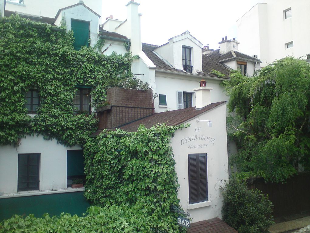 Diaporama de Montmartre un jour de brume fin avril