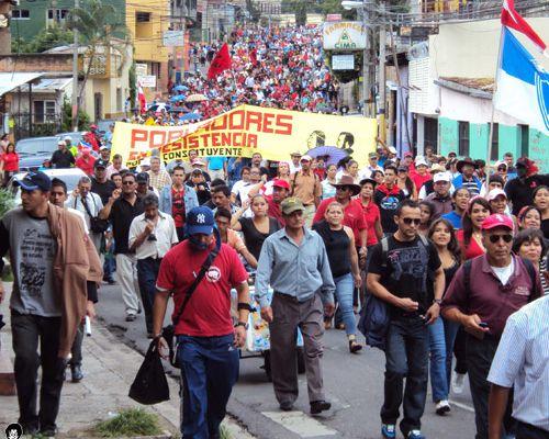 La Résistance hondurienne dans la rue pour le premier anniversaire du coup d'Etat: près de 10 000 manifestants à Tegucigalpa ce lundi 28 juin