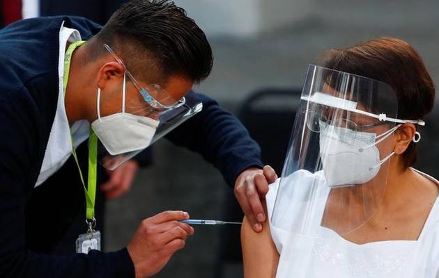 Covid-19: Mexico, Chile lead Latin America's first vaccine roll-outs