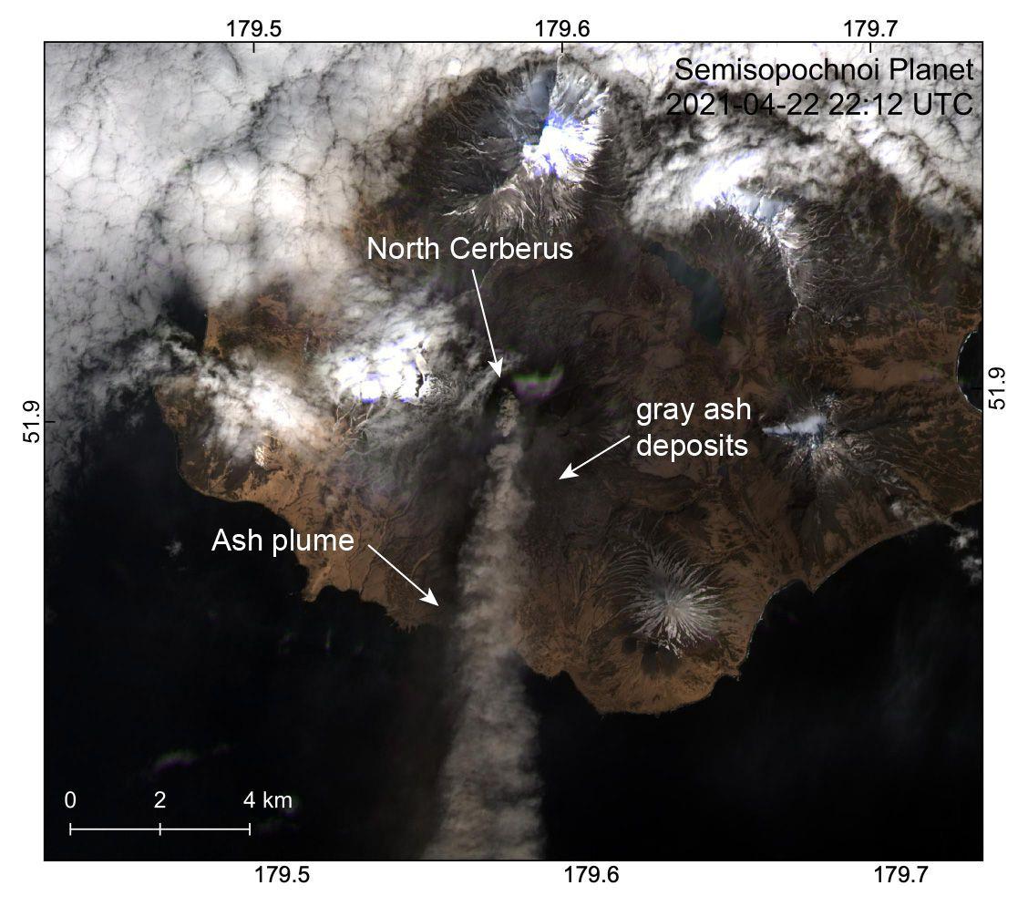 Semisopochnoi - North Creberus plume & ash deposits to the south on 22.04.2021 / 22:12 UTC - Doc. AVO / Dietterich Anna / Planet sat.