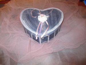 Boite cœur. Dimensions : 19,5 cm x 24 cm