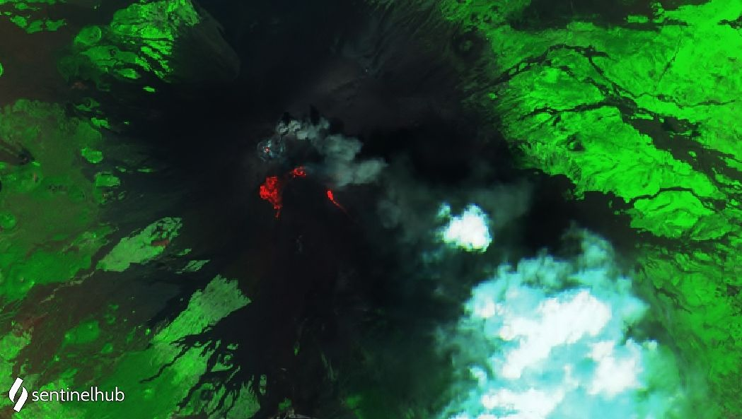 Etna summit craters - to note: the plume of the NEC and the lava flows of the activity of the SEC still hot - images Sentinel-2 L1C bands 12,11,4 and SWIR from 08.10.2021 - one click to enlarge