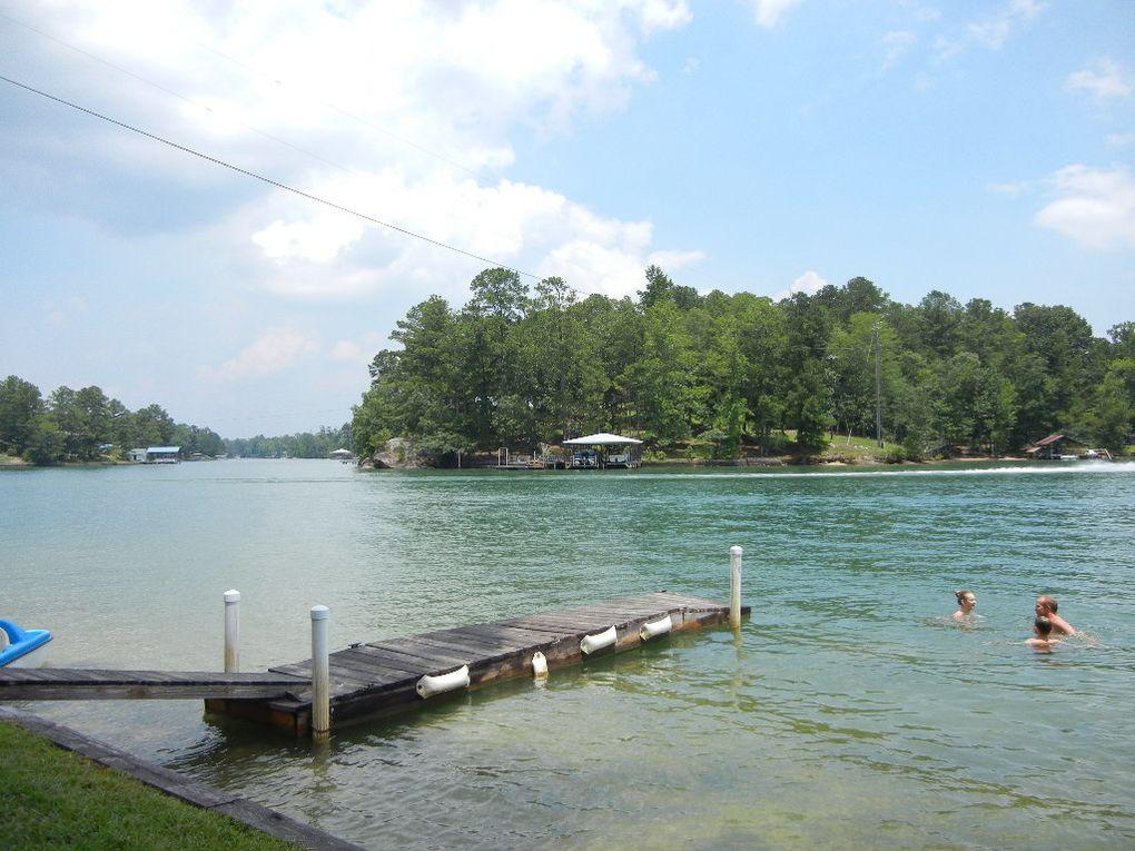 Chaleur et humidité; c'est ce qui résume le mieux ce mois d'aoùt en Alabama.  Nous avons profité un max de la piscine et les enfants sont à l'école depuis le 11 aoùt.