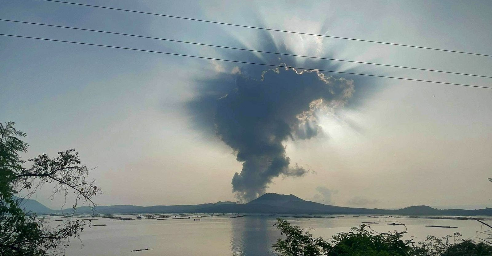 2021.07.01 Taal - gas and steam plume - photo Seys Marasigan / Seys Channel - via Philippine Weather System