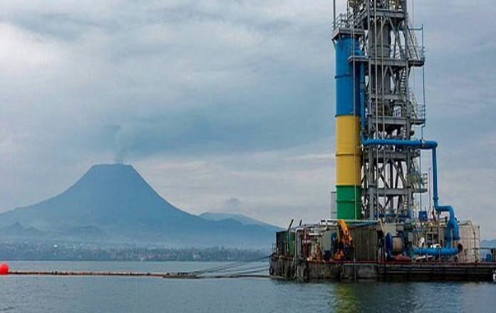 Methane extraction platform in Lake Kivu, with the Nyiragongo volcano in the background - photo archives DRC electricity