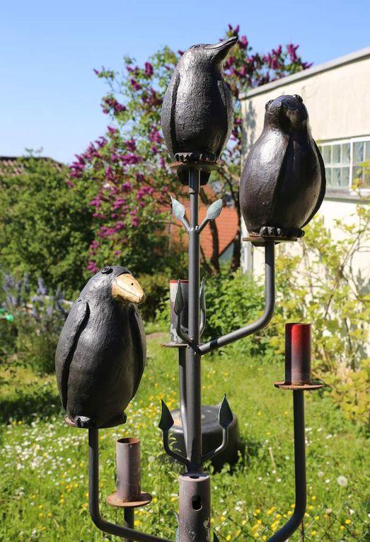 Beim Offenen Tag der Gartentür in Unterfranken zu bestaunen ist in Veitshöchheim der Stauden- und Pflanzengarten von Barbara Grimm in der Hofellernstraße 28, geschmückt mit selbst hergestellten Keramikskulpturen, wunderschöner Weitblick ins Maintal.