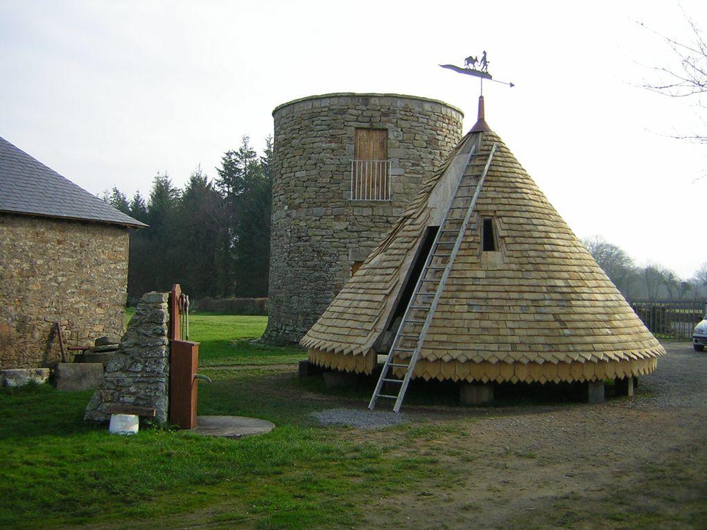 Moulin de 1702 entièrement restauré Fabrication de farine de blé noir Visite les mardi et vendredi de mai à septembre et pendant les vacances scolaires de 14h à 18h Ouvert toute l'année pour les groupes Tarifs: 4€ adultes/ 3€ enfants/ gratu