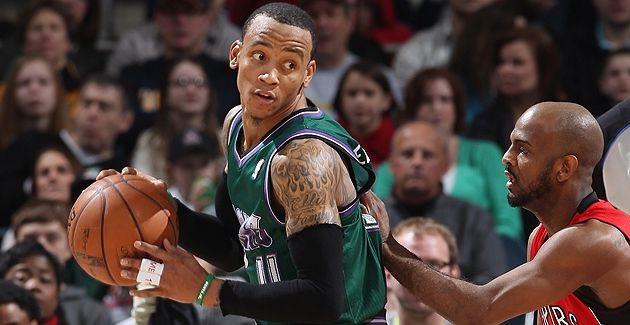 Milwaukee éteint les Raptors à Harris Bradley Center
