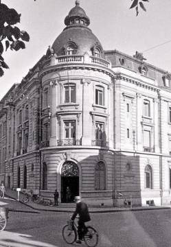 Friedrich Dollmann - Le blockhaus où le général Dollmann a passé les derniers jours de sa vie se visite, le samedi, au Mans. -  Le siège de l'AOK7, rue Chanzy en 1943. | Coll. particulière.