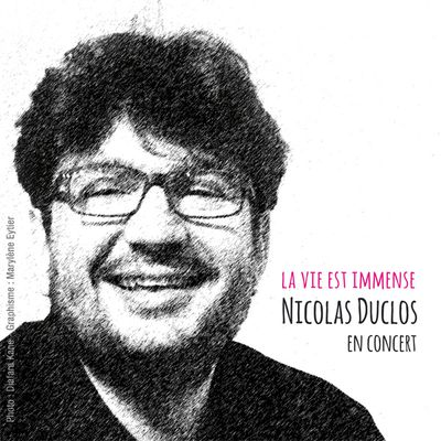 nicolas duclos, un chanteur français avec son piano qui nous chante ceux qu'ils rencontrent et de ce qui l'étonne