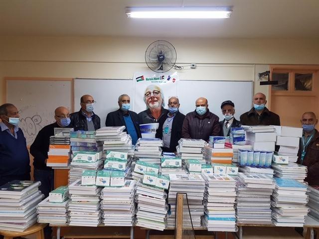 L'association de jumelage Morlaix-Wavel verse 1800 euros pour du matériel scolaire au camp palestinien de Wavel (Liban) qui rend hommage à Jean-Marc Nayet, le président du comité pour un jumelage Morlaix-Wavel