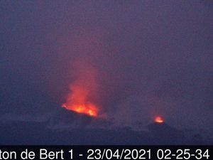 Piton de La Fournaise - conditions météo défavorables à l'observation - caméras Piton de Bert les 22 et 23.04.2021 - doc. OVPF & IRT - un clic pour agrandir