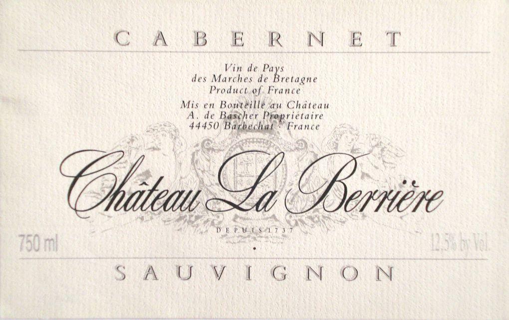 Voici les étiquettes placées sous le SIGNE du Temps, qui forme le chapitre 5 de ma recherche sur l'habillage de la bouteille de vin. C'est aussi le chapitre 3 des Vins de Tradition (la Pierre, le Papier et le Temps).