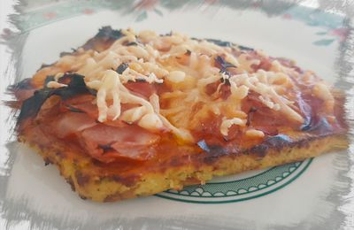 Pizza coliflor con jamon y queso