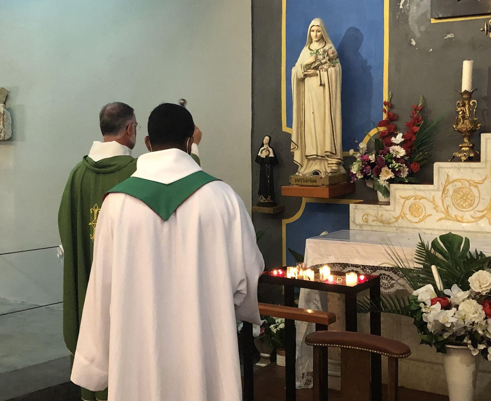 Bénédiction de la nouvelle statue de Sainte Rita par le Père Michel Isoard