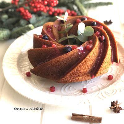 Gingerbread Bundt Cake con Glassa ai Frutti di Bosco