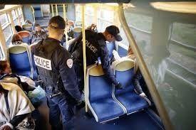 Sûreté et aux règles de conduite dans les trains et les transports routiers publics de personnes
