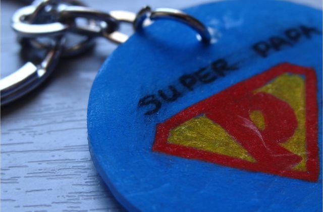 Badges, magnets et porte-clés en plastique dingue !