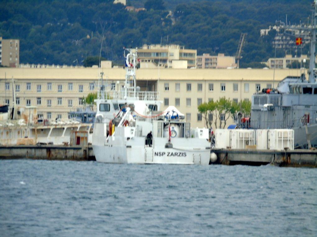 NPS ZARZIS  A 710 , navire de soutien à la plongée de la marine tunisienne  dans le port de Toulon le 27 avril 2017