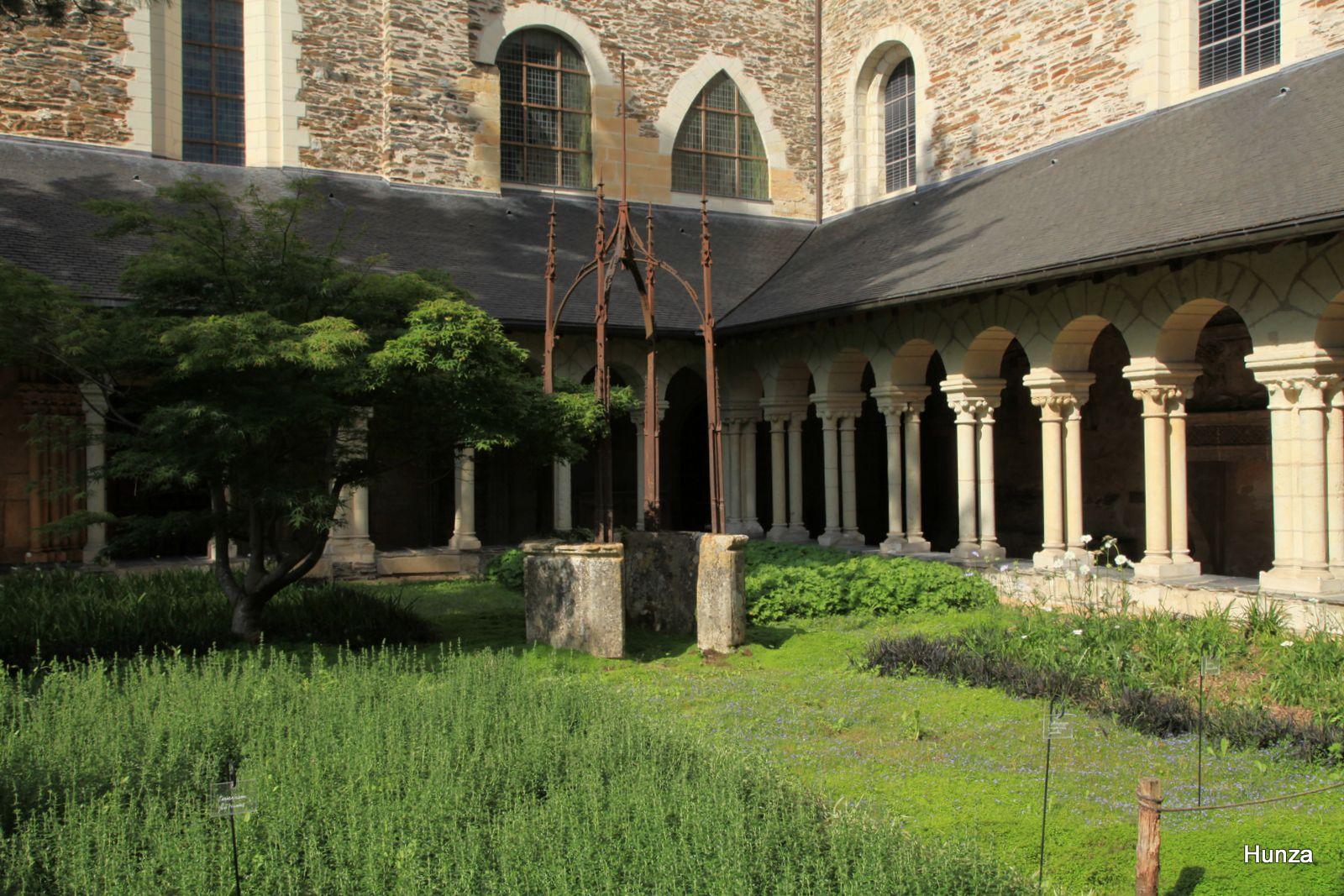 Angers, cloître du musée Jean Lurçat