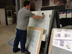 Chaque plaque permet d'imprimer un cahier de 16 pages. Courbure des plaques par Julien.