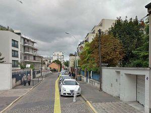 La rue René Coche aujourd'hui - l'allée dans le jardin toute en longueur, depuis l'entrée de rue juqu'au pavillon...