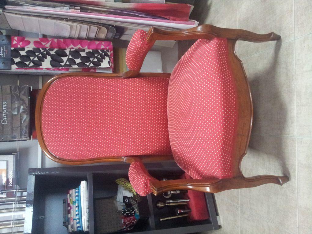 réfection complète fauteuil Voltaire ARABESQUE La decoration sur mesure THIERS Puy de Dome 63 TAPISSIER DECORATEUR fauteuil rideaux stores tissus