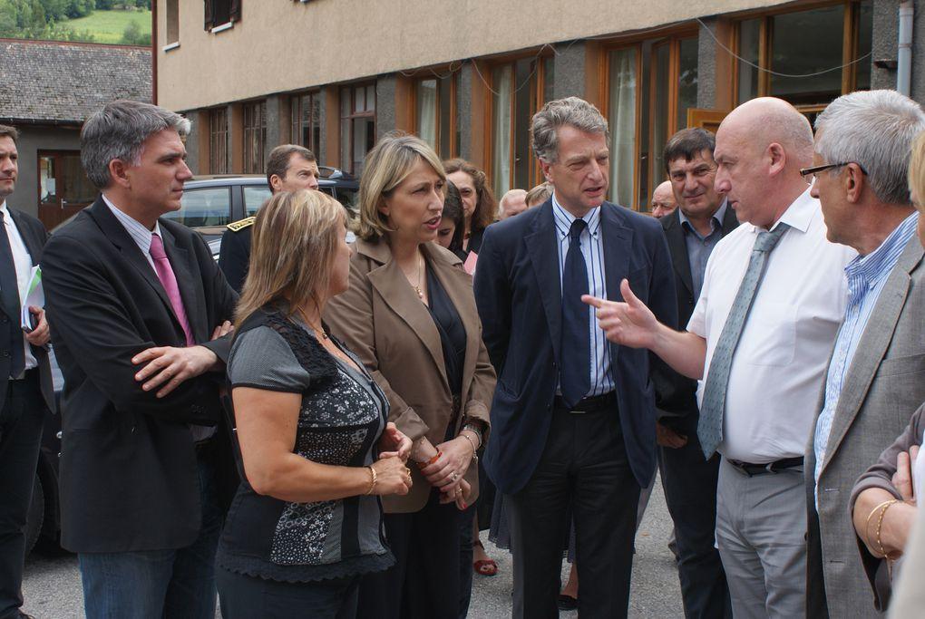 Marie-Anne Montchamp, Secrétaire d'Etat auprès de la Ministre des Solidarités et de la Cohésion Sociale, a fait une visite en Maurienne. A Saint-Jean-de-Maurienne, elle a découvert l'ESAT et apprécié l'avancée des travaux de mise en accessibi