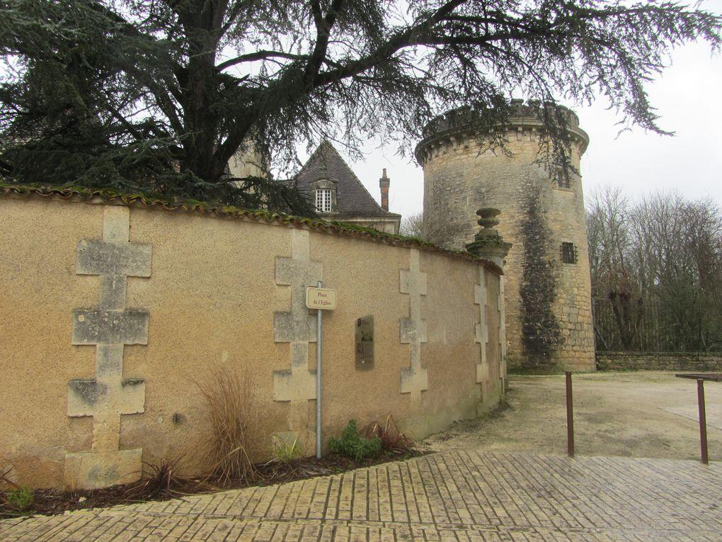 Feuillade et ses girouettes (Charente)