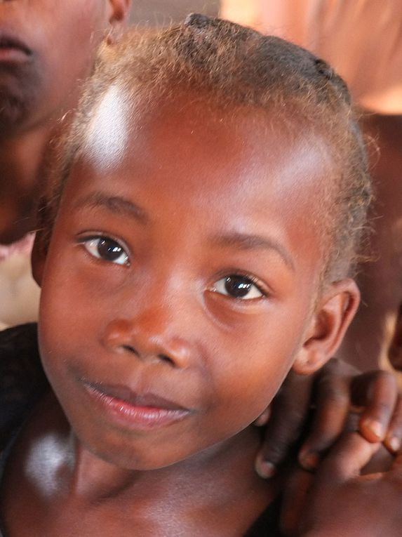 Lors de notre séjour à Madagascar, tous les portraits réalisés furent des Portraits « donnés ». Tous ces personnages étaient consentants, voir demandeurs. Jacques Masse.