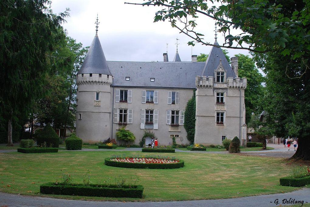 La mairie de Montgivray dans un splendide château néo-gothique