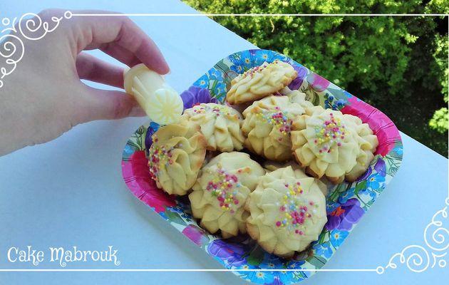 Petits fours à la seringue à biscuits perles en sucre