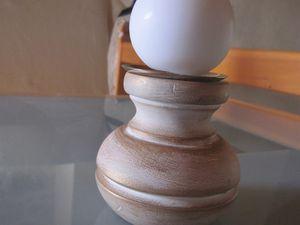 Bougeoir réalisé à partir d'un pied de meuble. Socle en métal
