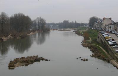 Ma France : Promenade sur les bords de Loire. Quelques années avant le Covid-19.